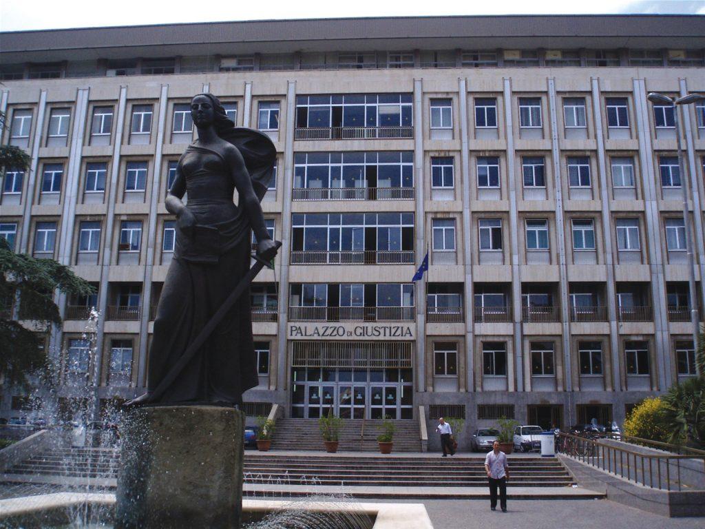 Bari, Tribunale, cade il soffitto alla Sezione Fallimentare