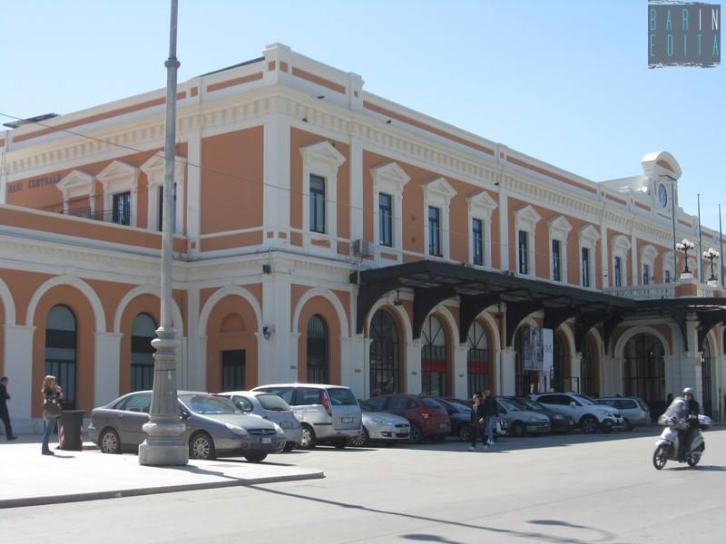 Bari stazione centrale, tragedia sui binari uomo viene travolto dal treno