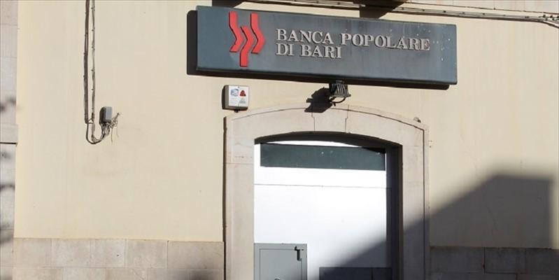 Puglia, banditi fanno esplodere bancomat della Banca Popolare di Bari, ingente il bottino