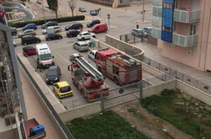 Attimi di terrore a Valenzano, donna tenta di lanciarsi nel vuoto dal quarto piano di un palazzo