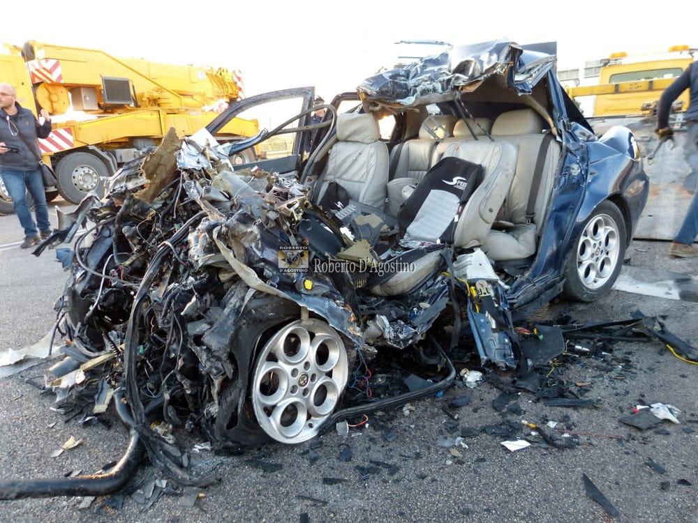 Puglia terribile incidente stradale frontale, muore una persona