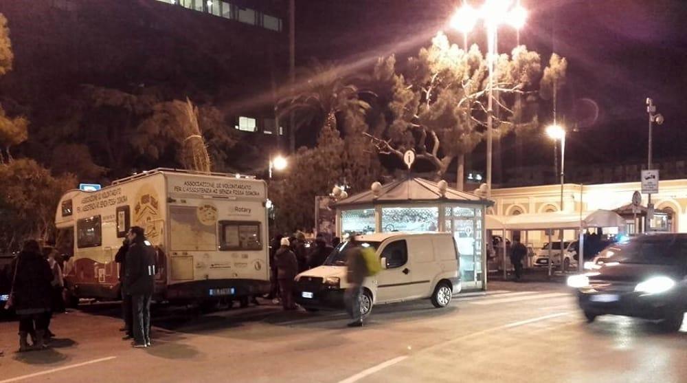 Bari, Piazza Aldo Moro, uomo travolto da un'auto era uscito di casa per far la spesa, è gravissimo