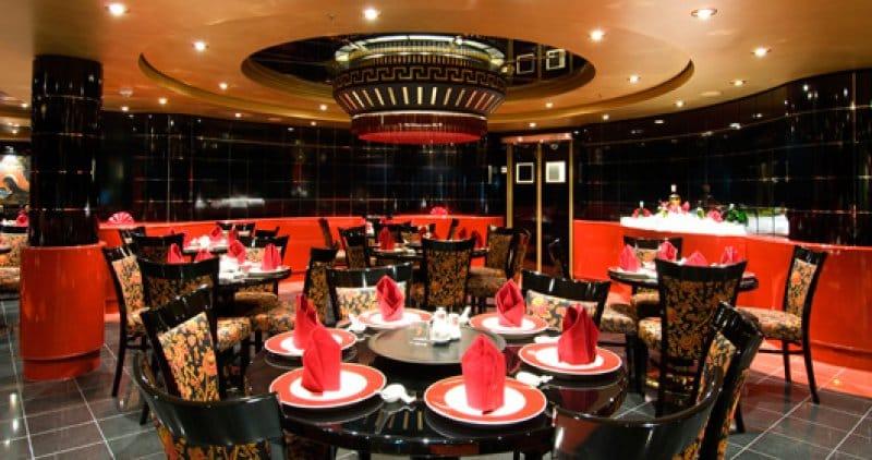 Vanno al ristorante cinese e escono senza pagare, i titolari li inseguono e scoppia la rissa