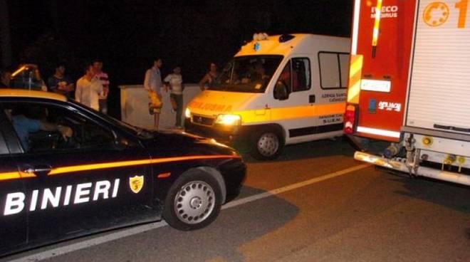 Puglia, auto si scontra ad un incrocio contro ambulanza, diversi i feriti