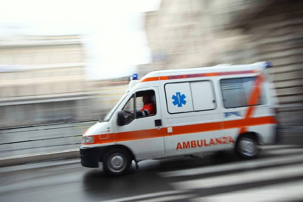 Bari in via Napoli, ufficiale della Guardia di Finanza travolto con la sua moto da un camion, è grave