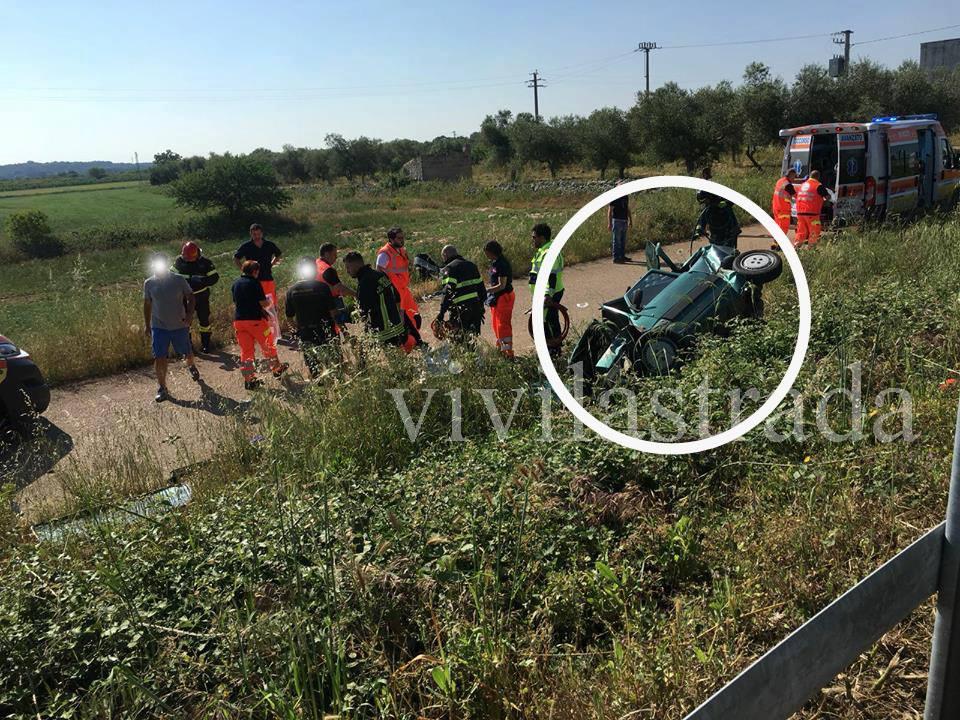 Bari, grave incidente stradale sulla statale 100, cinque giovani estratti dalle lamiere, due in codice rosso