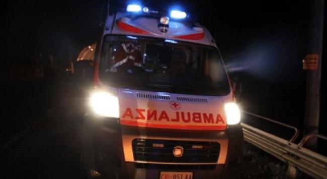 Puglia, terribile incidente nella notte, moto contro albero, muore centauro, gravissima una donna