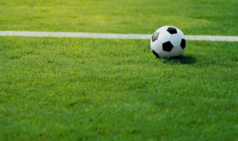 17enne si accascia sul terreno davanti ai suoi compagni di squadra, morendo pochi minuti dopo