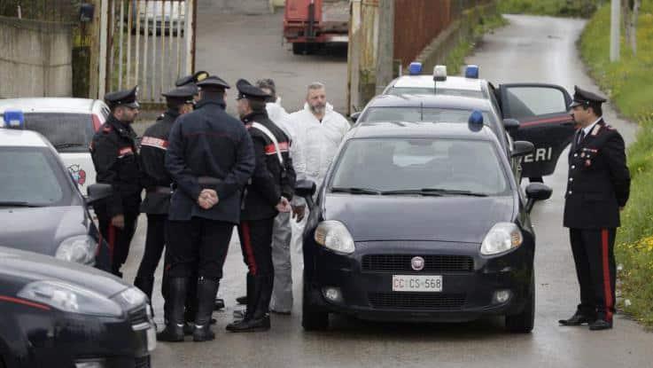 Turista americana trovata morta a Bari, ecchimosi sul collo, indagano i carabinieri