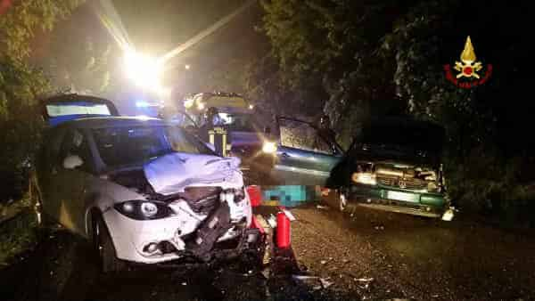 Tragico sabato sera, schianto tra due auto muore una 18enne, ferite gravemente quattro persone