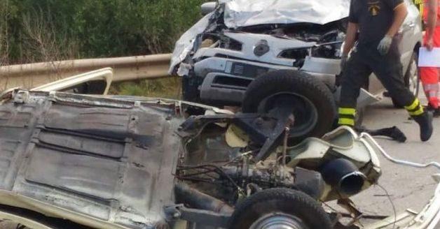 Strada provinciale 231, terribile incidente, frontale tra due auto, morto un 24 enne, due feriti in codice rosso