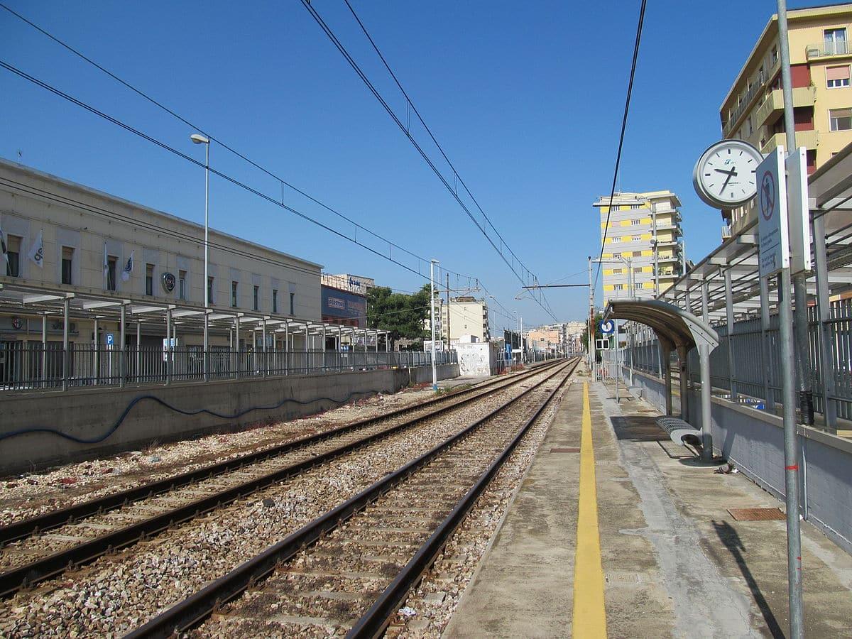Bari, stazione Marconi ritrovato il corpo di un uomo senza vita, circolazione dei treni bloccata