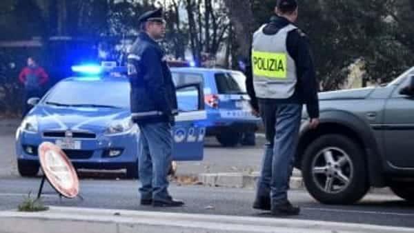 Alba da Far West, assaltano furgone portavalori con mitra e granata: in fuga con 1,5 milioni di euro