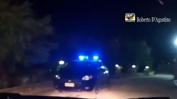 Puglia choc, entra in un supermercato impugna un fucile, porta via 5.000 euro e va via in sella al suo scooter