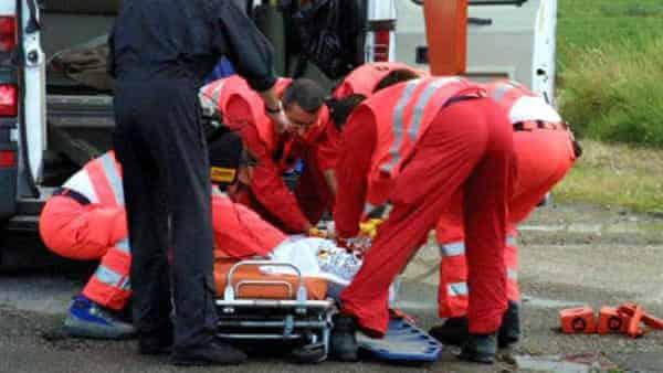 Incidente a Bari, auto contro guardrail, feriti i quattro passeggeri