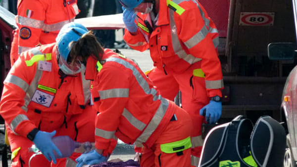 Puglia, crolla improvvisamente un balcone, operaio 32 enne fa un volo di 3 metri e muore sul colpo