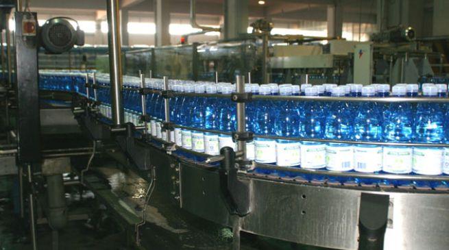 """San Benedetto: nuovo ritiro delle bottiglie da due litri per """"cattivo odore"""". L'azienda: «Fenomeno naturale»"""