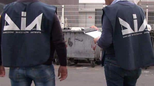Bari sequestro record, in una villa la Dia ha ritrovato 31 milioni di euro appartenenti a un noto clan della città