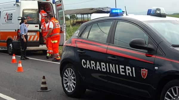 https://www.baritalianews.it/wp-content/uploads/2018/07/Carabinieri-e-ambulanza-3.jpg