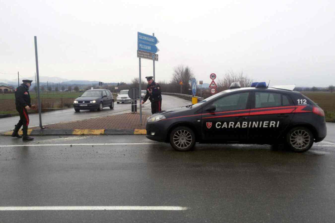 Carabiniere investito e ucciso da un camion durante i rilievi stradali, lascia una moglie e due figli