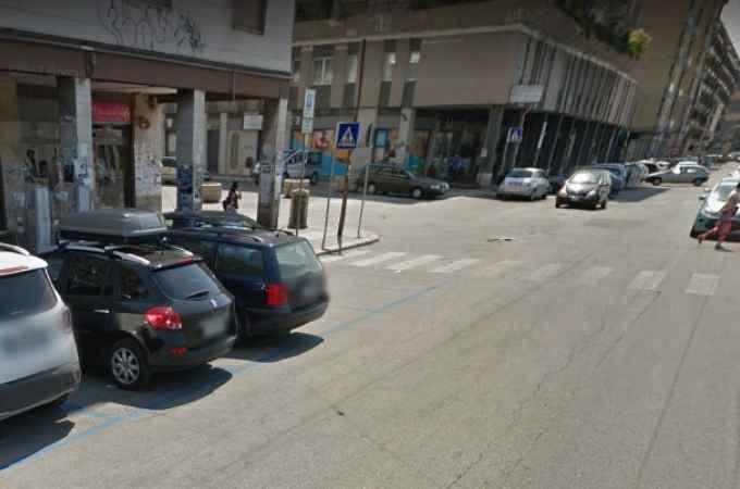 Bari, studente 19enne aggredito con violenza in via Capruzzi da 4 bulli, che lo derubano del cellulare e dell'orologio