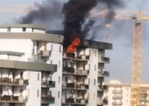 Bari, attimi di terrore a Japigia, appartamento in fiamme, donna salvata miracolosamente da pompieri