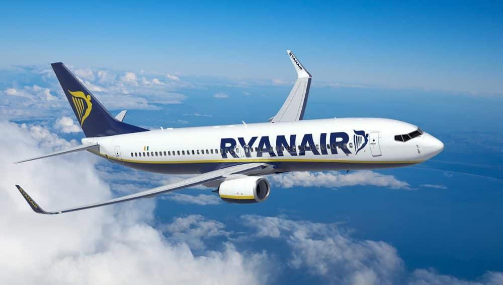 Perdita di pressione in cabina, paura sul volo Ryanair. Malore per trenta passeggeri
