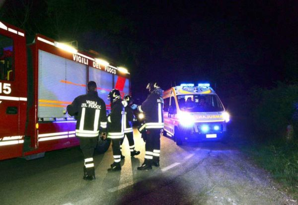 Tremendo incidente, nuore giovane mamma, feriti gravemente il marito e i quattro figli