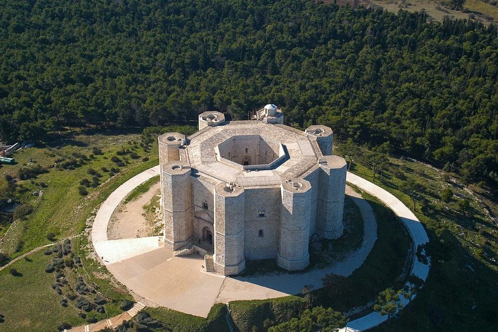 Panico a Castel del Monte, aereo precipita per un'avaria
