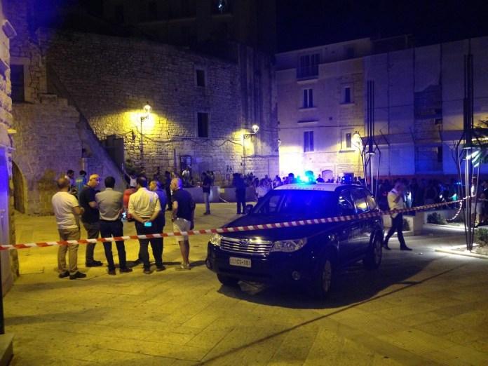Nel barese, terrore nel centro storico, ucciso con due colpi di pistola giovane di 24 anni
