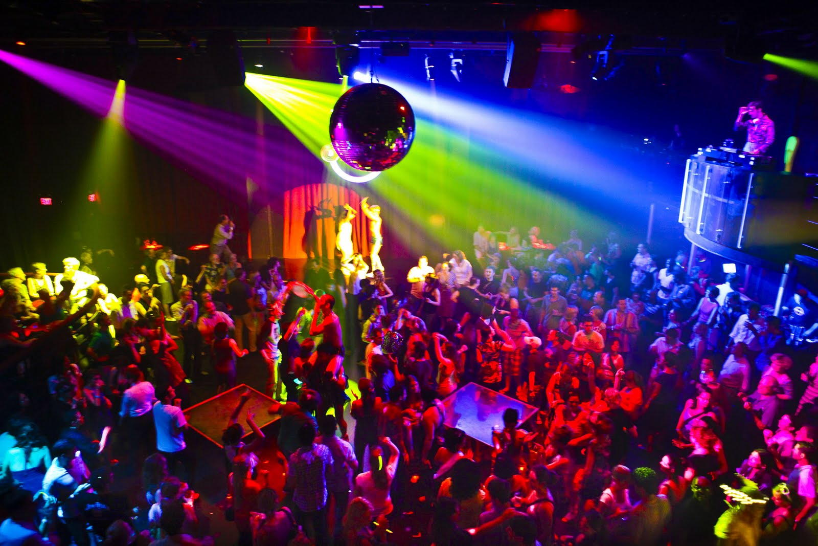 Puglia notte movimentata, lite in una nota discoteca, ragazzo impugna pistola e esplode alcuni colpi, fuggi fuggi generale