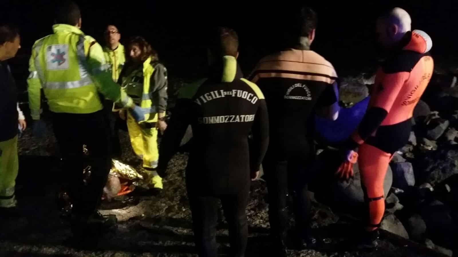 Bari, macabro episodio, ritrovato in mare a Santo Spirito, cadavere di un uomo