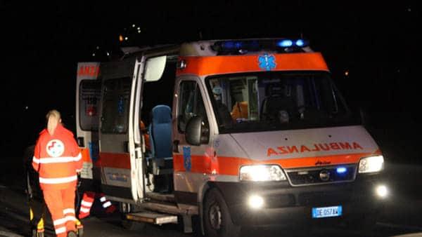 Bari, violentissimo impatto tra auto e moto in via Brigata Bari, centauro è morto, aveva solo 17 anni