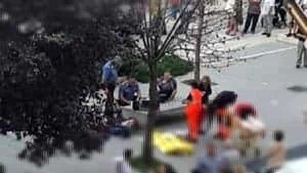 Tragedia in piazza, donna colpita da una pallonata cade e muore