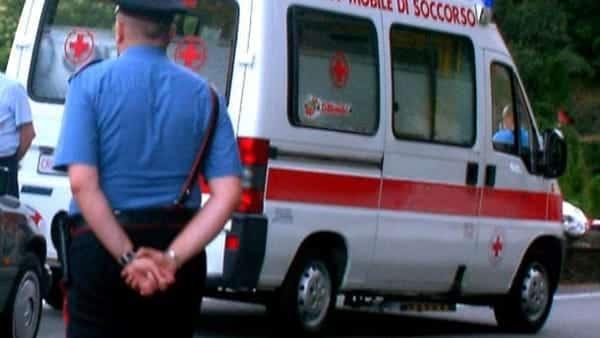 Bari, scontro all'interno del Policlinico tra due auto, feriti i conducenti