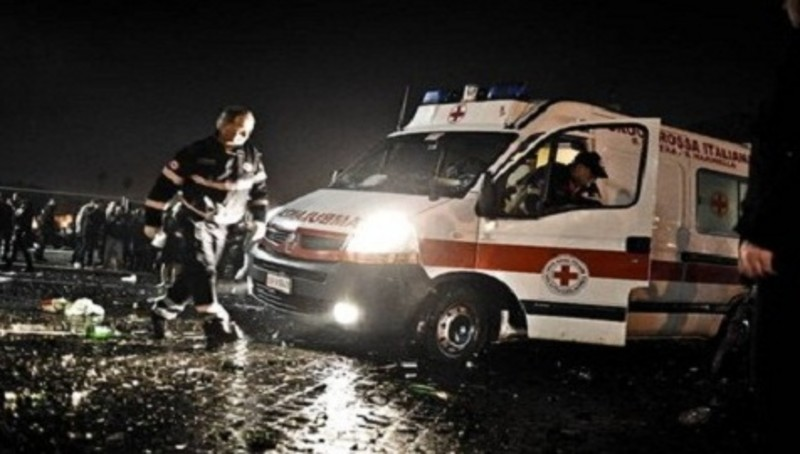 Puglia devastante impatto su provinciale, cinque ragazzi in condizioni gravissime, due estratti dalle lamiere, tre sbalzati fuori dall'abitacolo