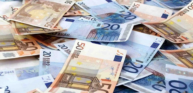 Ecco un nuovo Robin Hood…direttore di banca sottrae un milione di euro dai conti dei ricchi per donarlo ai poveri