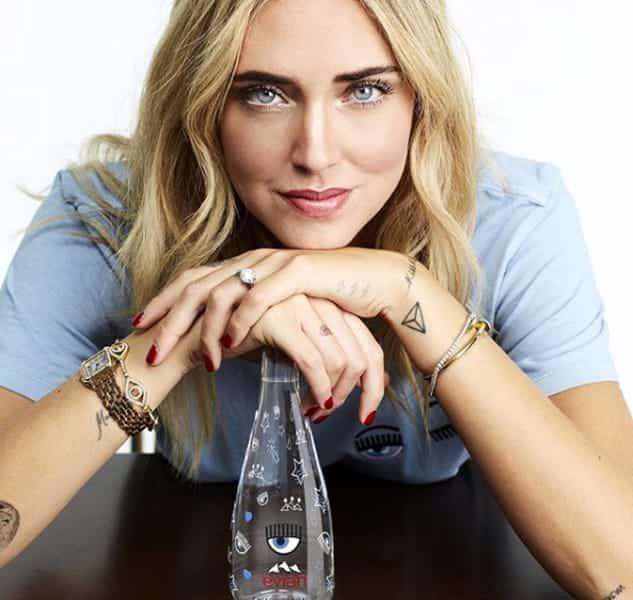 Chiara Ferragni sponsor dell'acqua di lusso, una bottiglia 8 euro, è bufera sul web