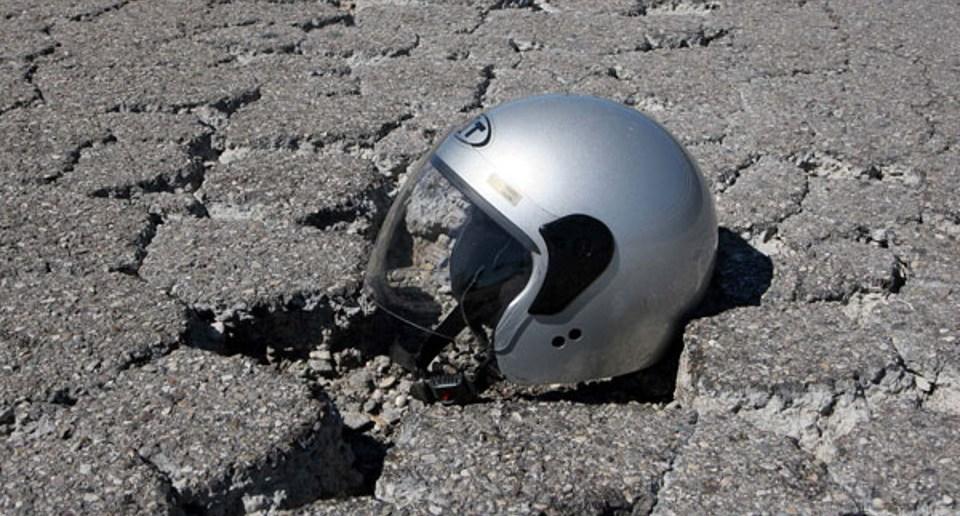 Puglia asfalto sdrucciolevole, sulla litoranea motociclista perde il controllo del mezzo, muore subito dopo il trasportato in ospedale, aveva solo 20 anni