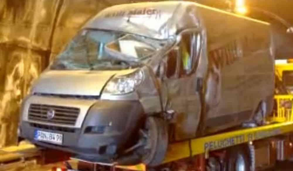 Puglia tragedia sulle strade, furgone si ribalta, un morto e un ferito gravissimo