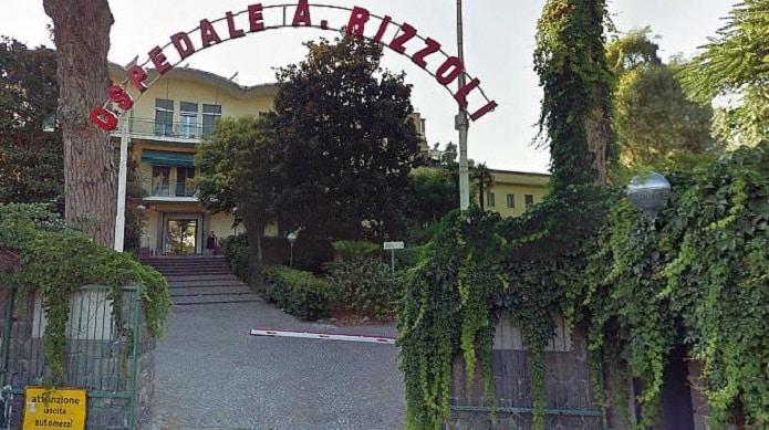 Ischia, durante battesimo, cede balaustra della terrazza in un notissimo hotel, 27 enne cade nel vuoto, è gravissimo