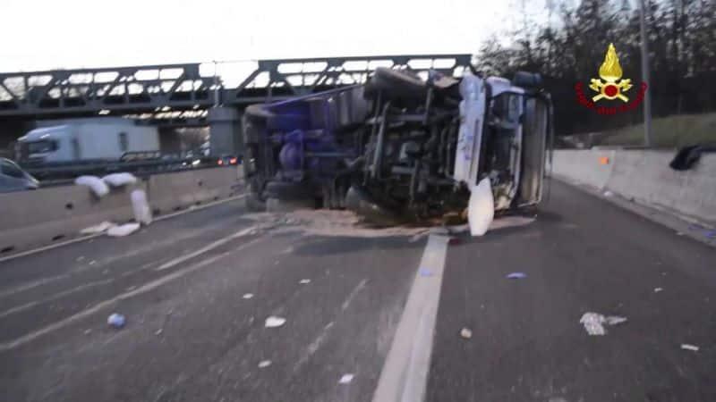 Camionista barese scende dal camion e viene travolto da un tir, muore a 55 anni