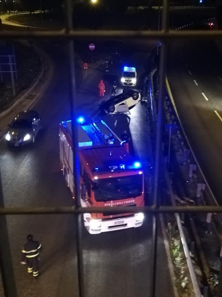 Bari – Modugno, statale 96 auto si ribalta più volte, coppia trasportata d'urgenza in ospedale, lei è gravissima