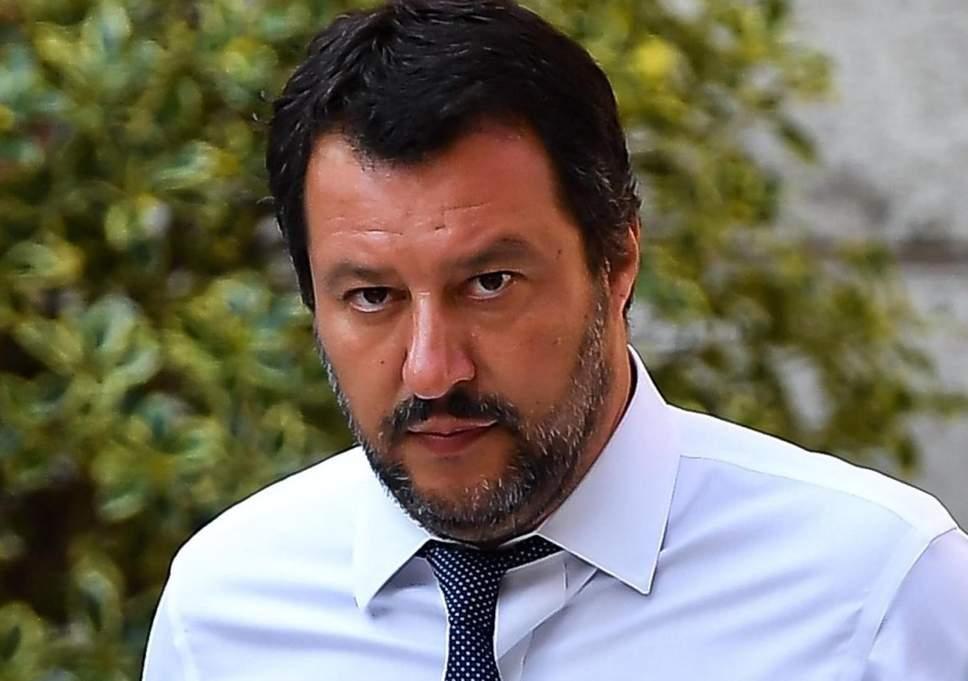 """Salvini duramente contestato da un macellaio sardo """"Fai schifo, sei un fascista di m…"""""""