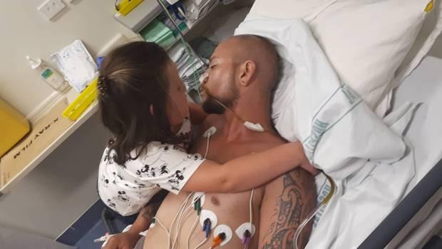 Giovane padre malato terminale di cancro realizza il suo ultimo sogno,riabbracciare la figlia prima di morire
