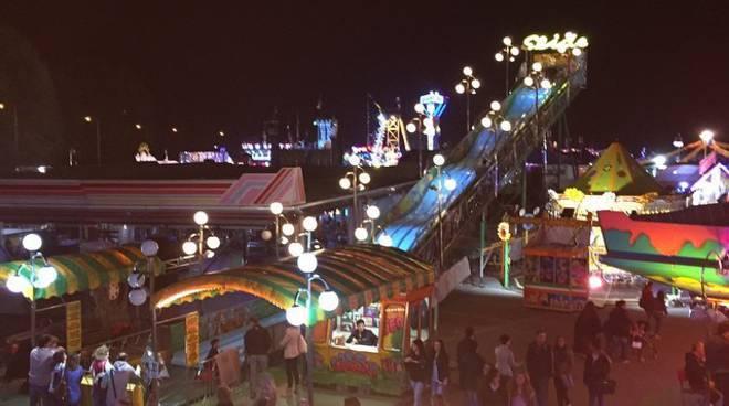 Durante una festa al Luna Park mega scivolo gonfiabile crolla, sette i bambini gravemente feriti