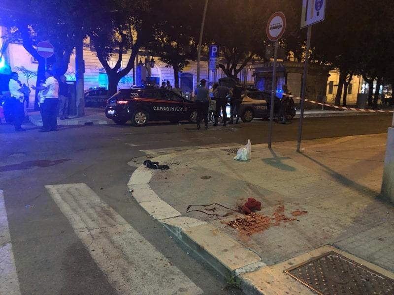 Lecce, mega rissa di immigrati vicino alla stazione, fuggi fuggi generale, ci sono feriti