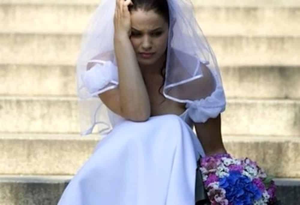 Ragazza litiga con il suo fidanzato e un passo dal matrimonio, tenta il suicidio lanciandosi dal balcone vestita da sposa