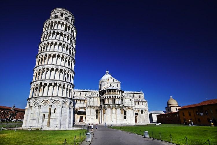 Miracolo alla Torre di Pisa non pende quasi più, la sua pendenza si sta riducendo lentamente