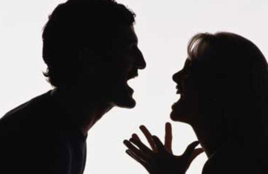 Ancona, violenta lite tra moglie e marito, lei gli stacca un dito a morsi